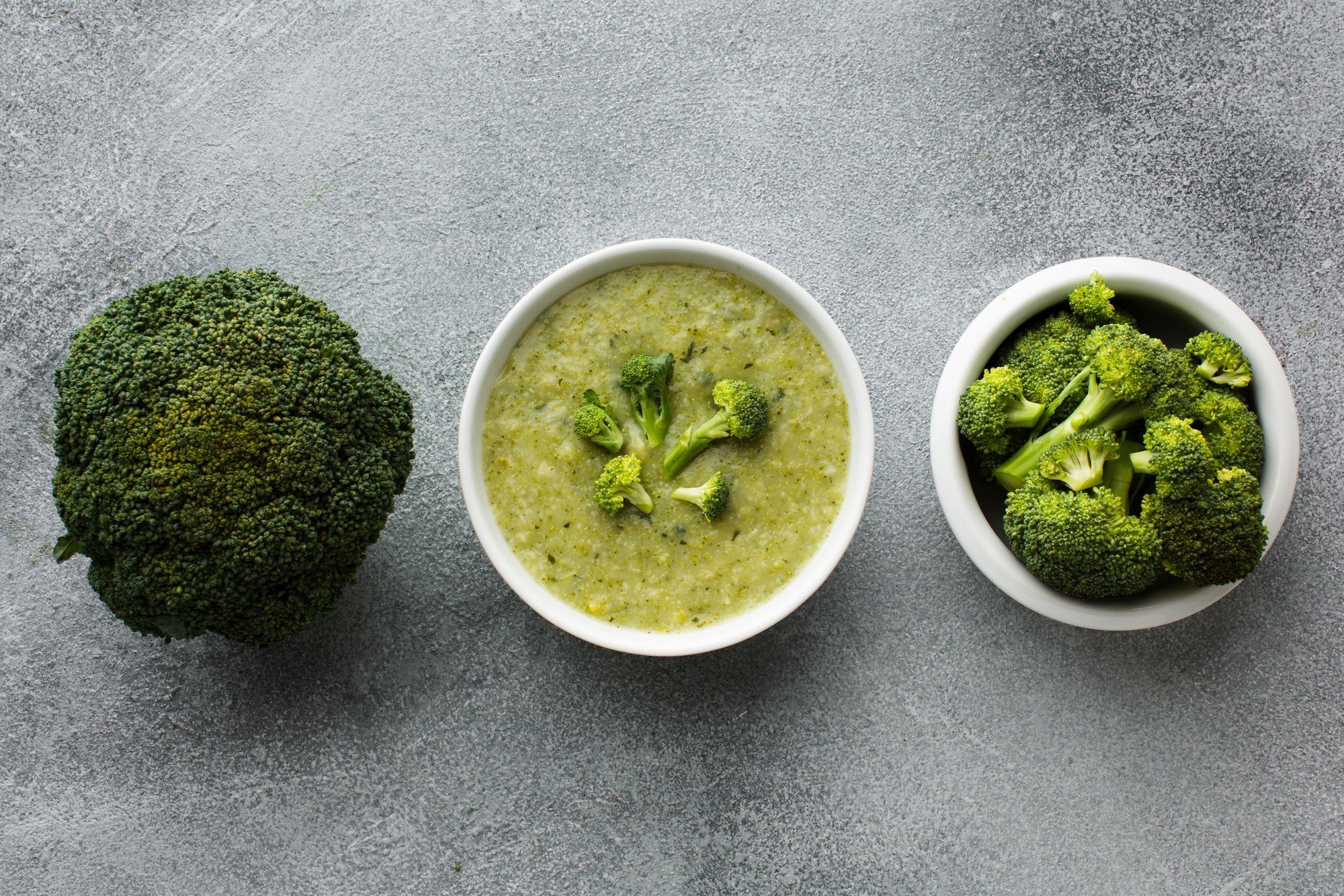 Abundante em cálcio, o brócolis fortalece os fios. (Reprodução/Freepik)