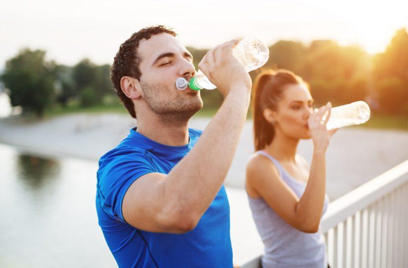 Não deixe de beber água para ganhar massa muscular (Fonte: Geração Saúde)