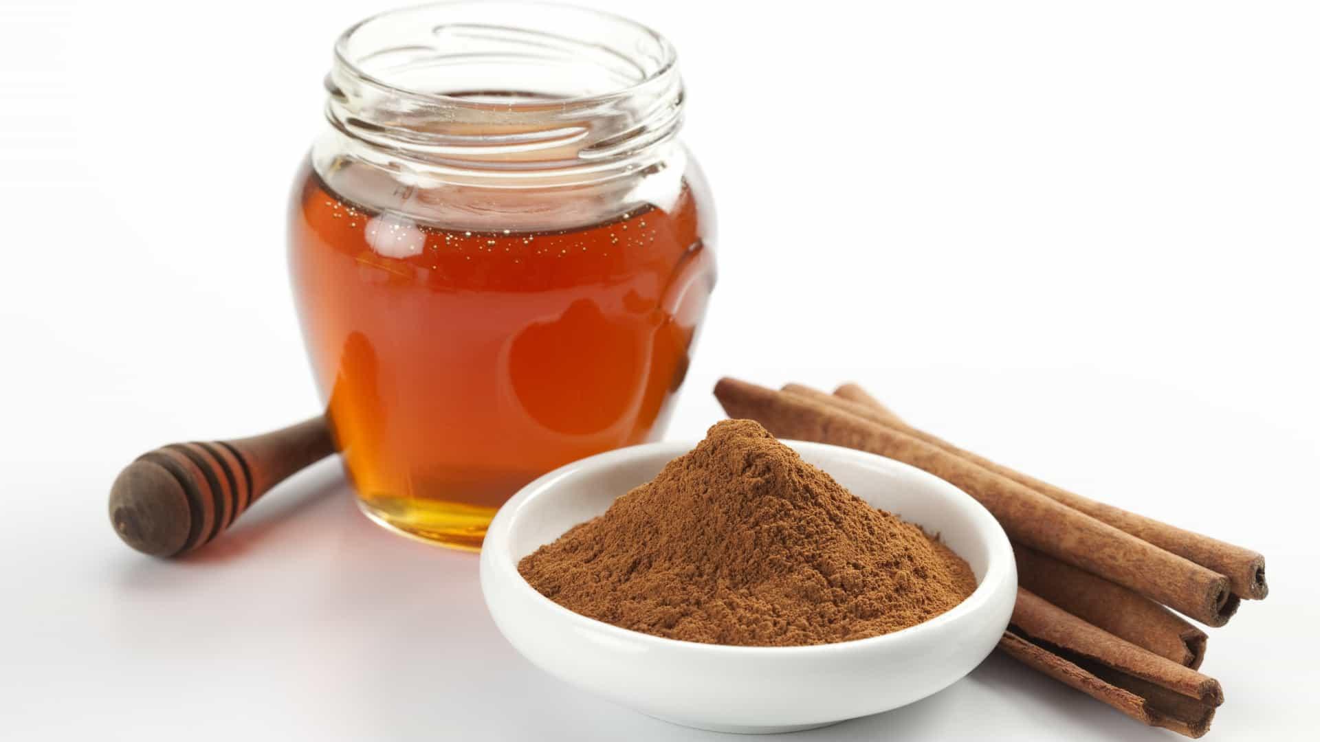 Canela com mel faz bem para a digestão (Fonte: Lifestyle ao Minuto)