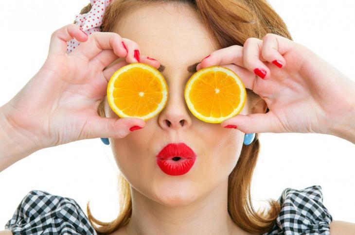 Vitamina C previne problemas de visão (Fonte: Biomedicina Estética)