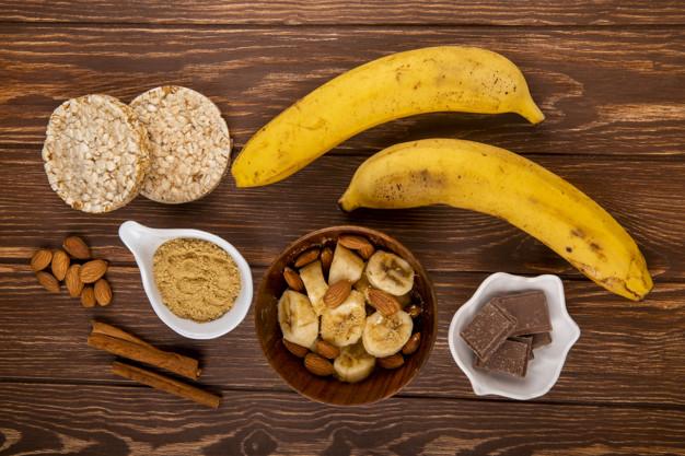 A banana é um alimento super versátil e pode ser adicionada em várias receitas (Fonte: Freepik)
