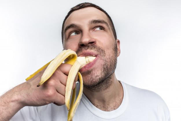 A banana ajuda a melhorar o humor e os sintomas de TPM (Fonte: Freepik)
