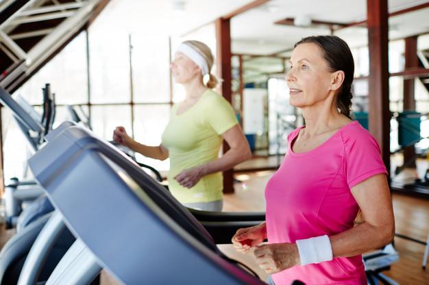 Ter o hábito de correr melhora a concentração e a atividade cerebral (Fonte: Freepik)