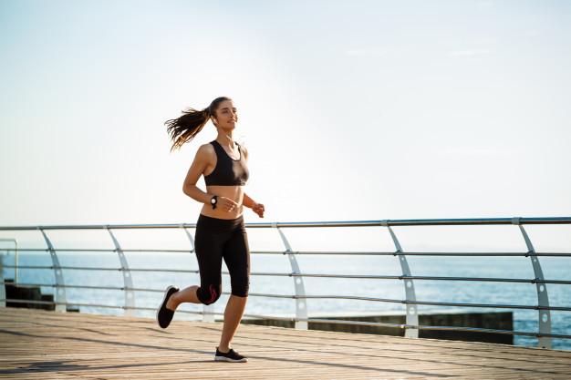 Tenha o hábito de correr 2 ou 3 vezes por semana (Fonte: Freepik)