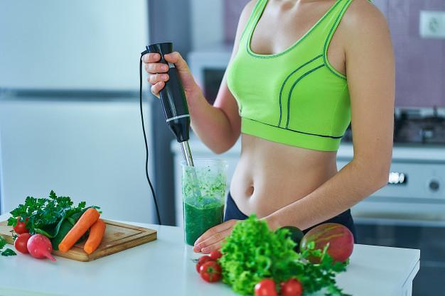 O famoso suco verde faz parte de uma dieta Detox (Fonte: Freepik)